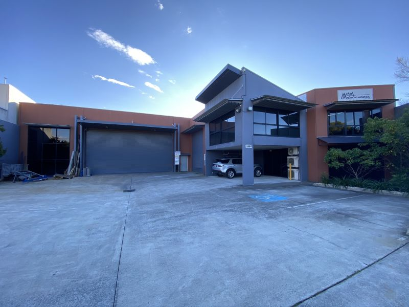 FREEHOLD INDUSTRIAL BUILDING IN SOUGHT AFTER CURRUMBIN WATERS