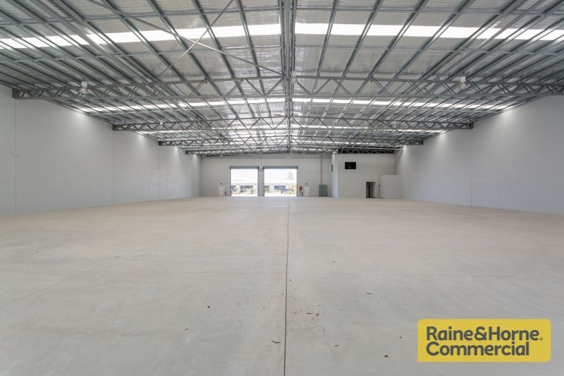 Corporate Office/Warehouse Close to Motorways