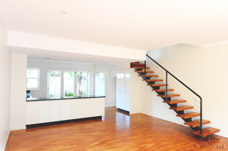 SPACIOUS, MODERN AND IDEALLY LOCATED