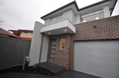 Walking Distance to Northland Shopping Centre!
