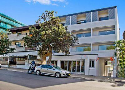 DESIGNER STUDIO ONLY SHORT WALK TO SANDS OF BONDI BEACH