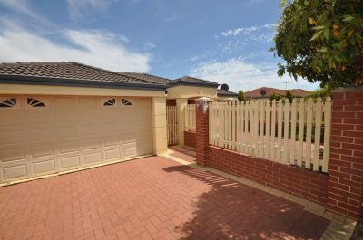 GREAT COMBINATION FRONT VILLA AVAILABLE NOW!!