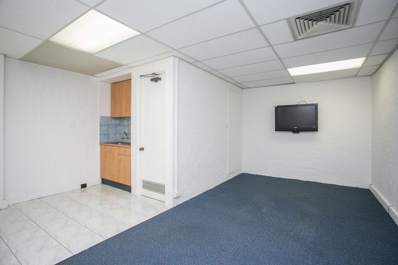 GROUND FLOOR PARTITIONED OFFICES - CLOSE TO PUBLIC TRANSPORT & AMENITIES