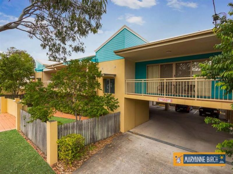 Balmoral  Big Modern North facing Unit in the Heart of the Action