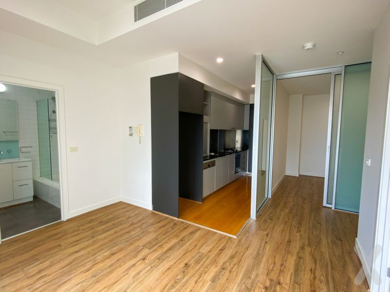 1 Bed + Large Study OR 2 BED - LIKE NEW! JUST RENOVATED!! GREAT LOCATION!