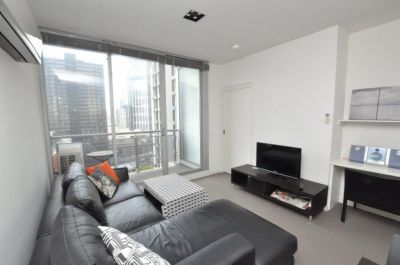Milano: Furnished Two Bedroom Apartment with Top Quality in Superb Location!