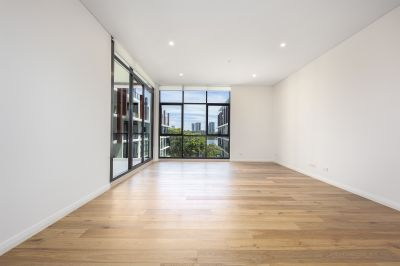 Brand New One Bedroom Apartment + Separate Study/Work Area - Premium Positioned Centre Facing Views to the Waterside