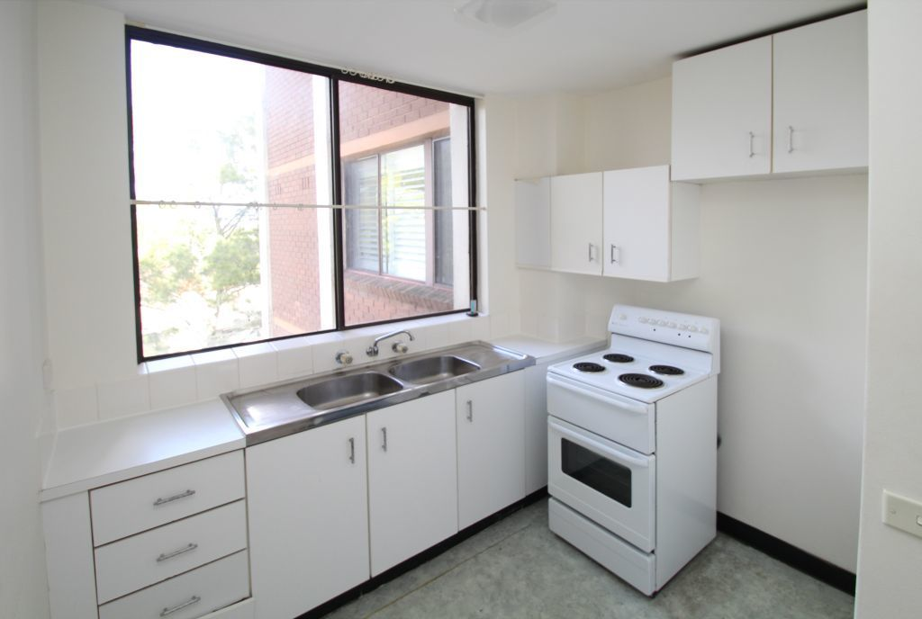 BRIGHT & AIRY ONE BEDROOM APARTMENT!