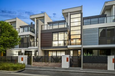 Breathtaking tri-level waterside home is the pinnacle of Docklands living