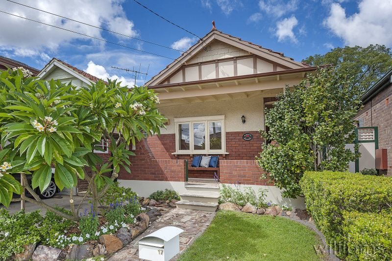 Neighbouring Abbotsford, Charm and Potential in a Blue-Ribbon Location