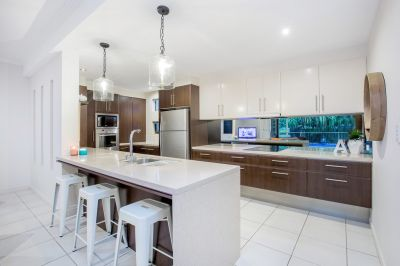 Contemporary Lowset on Gracemere Island