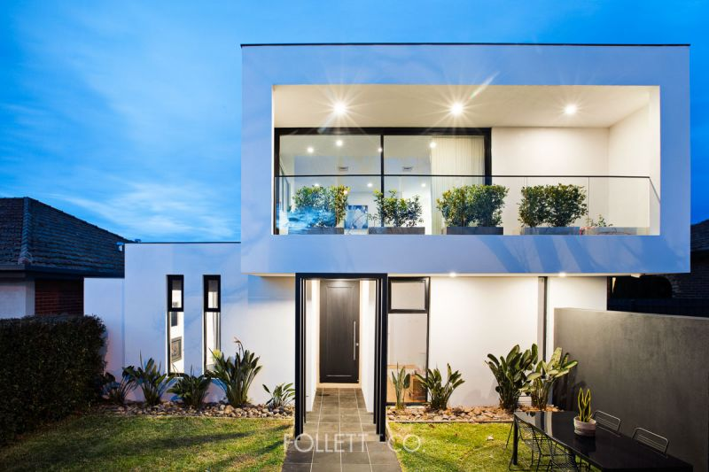 Cutting-Edge Sophisticated Style for a Relaxed Family Lifestyle