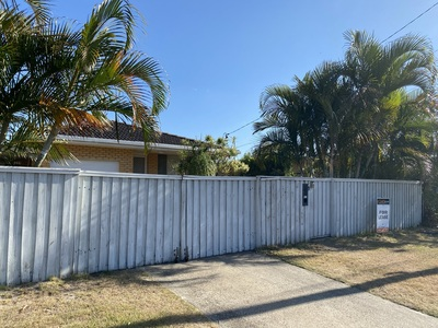 IDEAL LOCATION - 3 BEDROOM HOUSE
