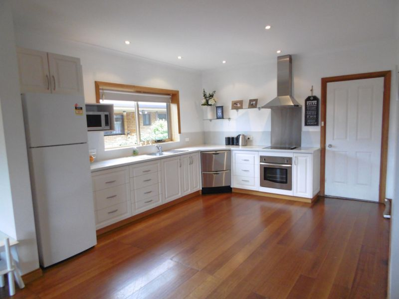 SPACIOUS LIVING  SOUGHT AFTER LOCATION