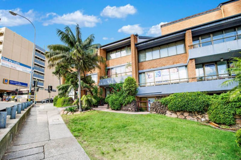 FULLY FITTED OUT AND FURNISHED OFFICE OPPOSITE EDGECLIFF STATION