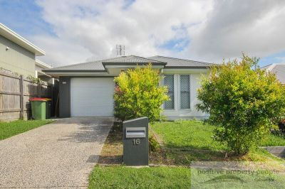 Modern 3 Bedroom, Great Location in Brightwater!