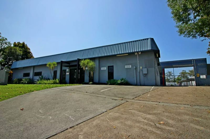 Large Stand Alone Warehouse & Office