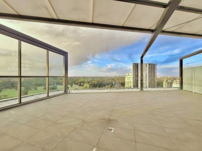 Wolli Creek Penthouse with Large outdoor Balcony.
