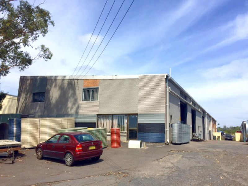 Fantastic opportunity! 320m2 approx of high clearance factory space!