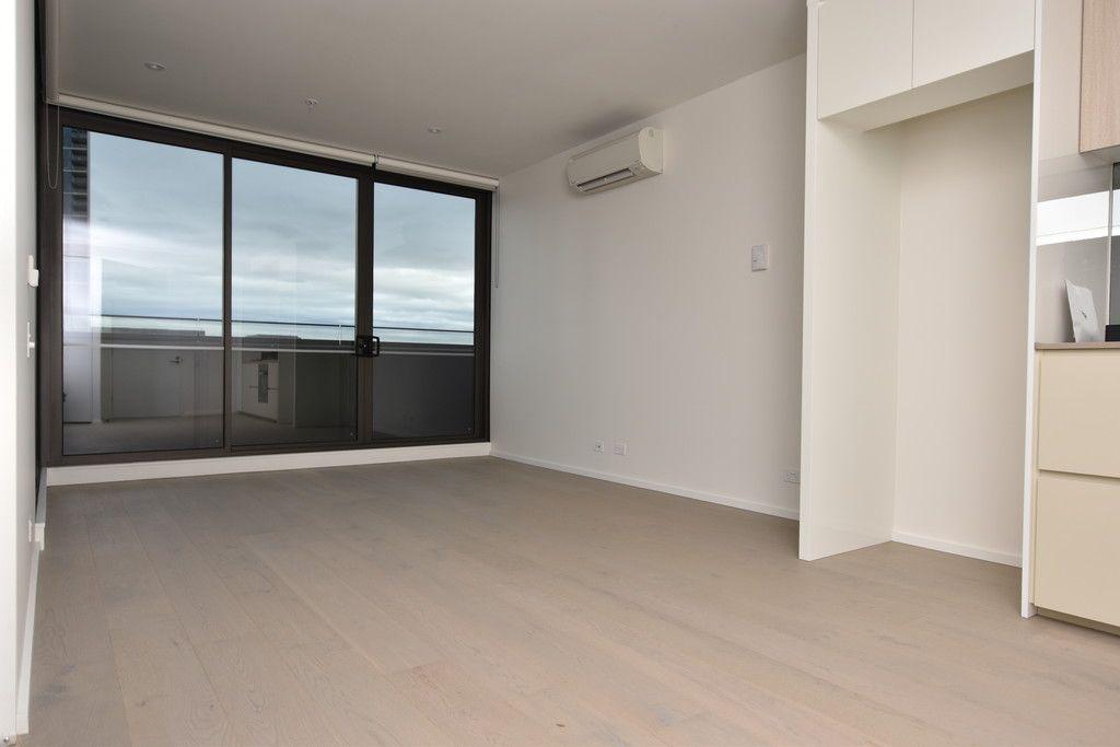 889 Collins Street: Stunning One Bedroom Apartment in Docklands!