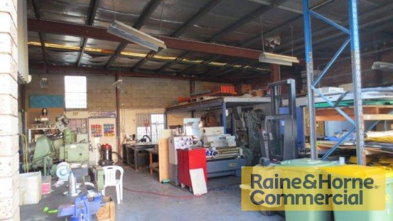 154sqm Affordable Industrial Workshop with Office