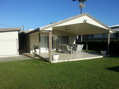 GORGEOUS 3 BEDROOM HOME - WALK TO THE BROADWATER