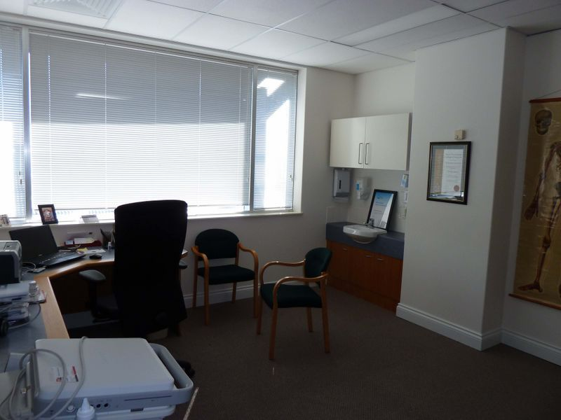 MODERN MEDICAL SUITE FOR LEASE FULLY FITTED