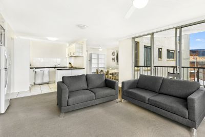 SURFERS PARADISE HOT SPOT! HUGE APARTMENT! MUST SELL