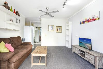 Fully Furnished Modern Unit Surfers Paradise