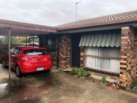 TWO BEDROOM UNIT CLOSE TO HOSPITAL AND CBD