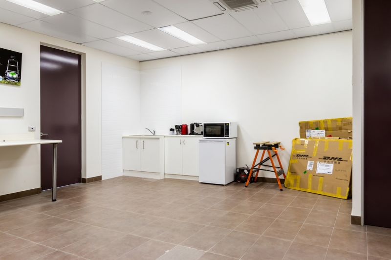 MODERN AND CORPORATE STYLE OFFICE / WAREHOUSE