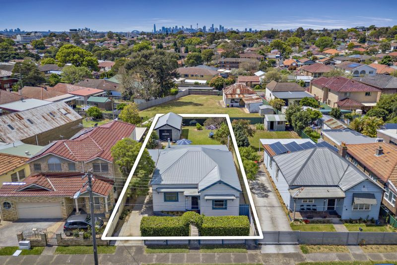 Renovated Home With Superb Lifestyle Convenience