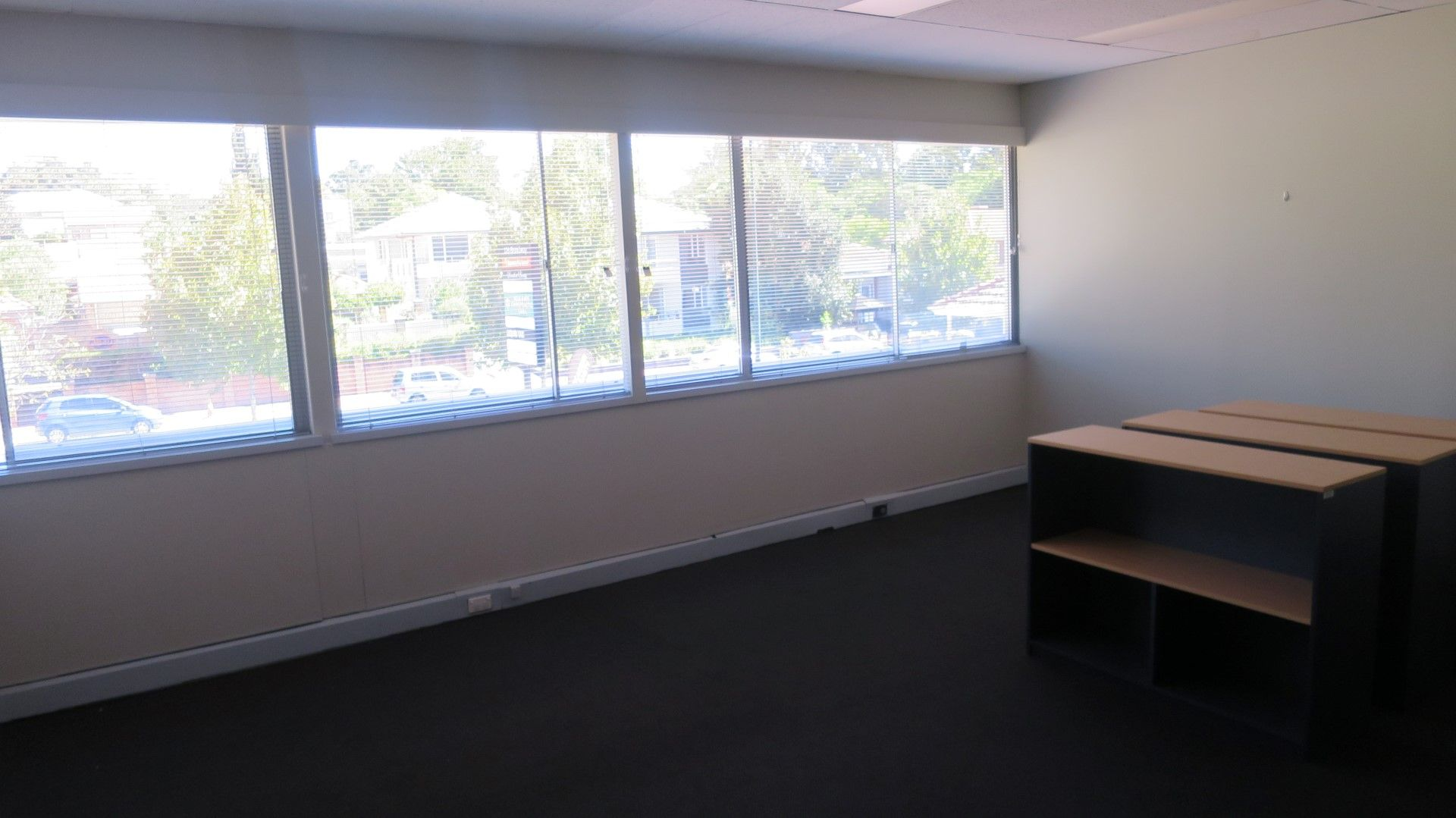 PRICE REDUCED – LIGHT & BRIGHT OFFICES – READY TO OPERATE