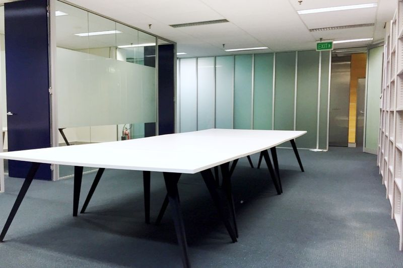 84 m2 Modern CBD Office with 2 Partitioned Rooms for Lease!