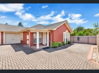 POSITION PERFECT! CLOSE TO QUALITY SCHOOLS, TRAIN, BUS, SHOPS, BEACH, CHILDCARE. PET FRIENDLY.