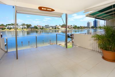 Stunning Renovated Unit On Wide Water