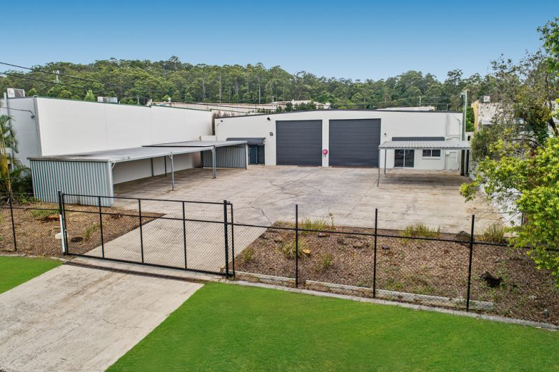 WAREHOUSE IN KUNDA PARK with secure concrete hardstand