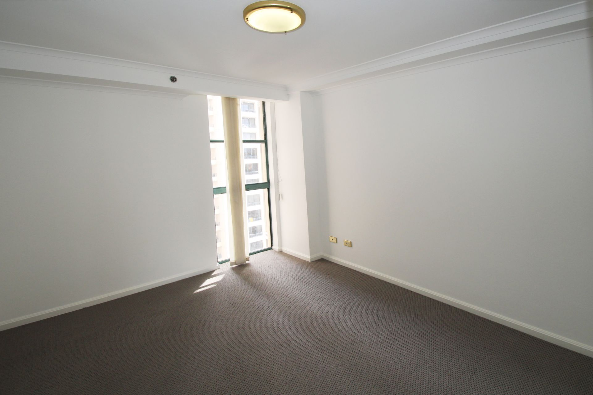 SPACIOUS 2 BEDROOM APARTMENT RIGHT IN THE HEART OF THE CBD