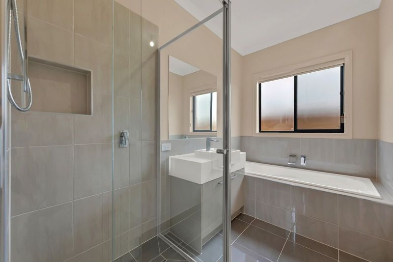 For Sale By Owner: Deanside, VIC 3336