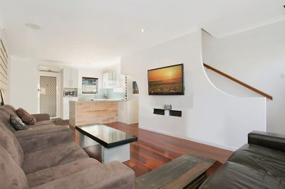 TOWNHOUSE LIVING IN BROADBEACH