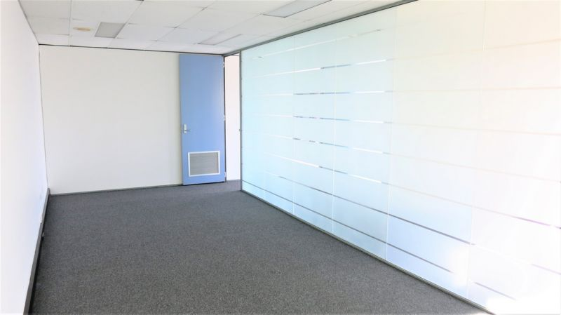 FEATURE OFFICE CHERMSIDE