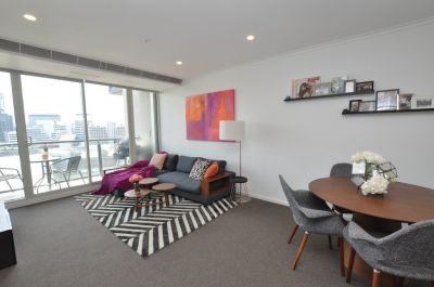 Vue Grande: One Bedroom + Study with Incredible City Views! L/B