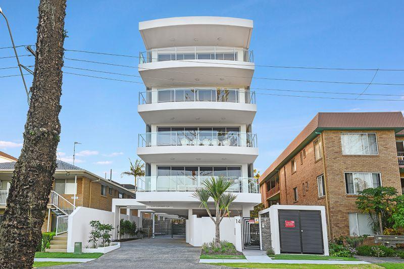 Luxurious Full Floor Beach Front Apartment