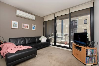 Fabulous Two Bedroom Apartment in the Heart of Melbourne!