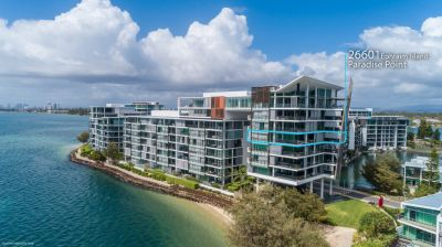 Modern Luxury Blended with Breathtaking Broadwater Views!