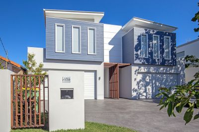 Stunning  Townhouse with Bed & Bath on Ground Floor