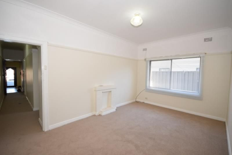 One Bedroom Garden Unit - Convenient Location