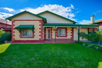 Large fully furnished family home in sought after location.