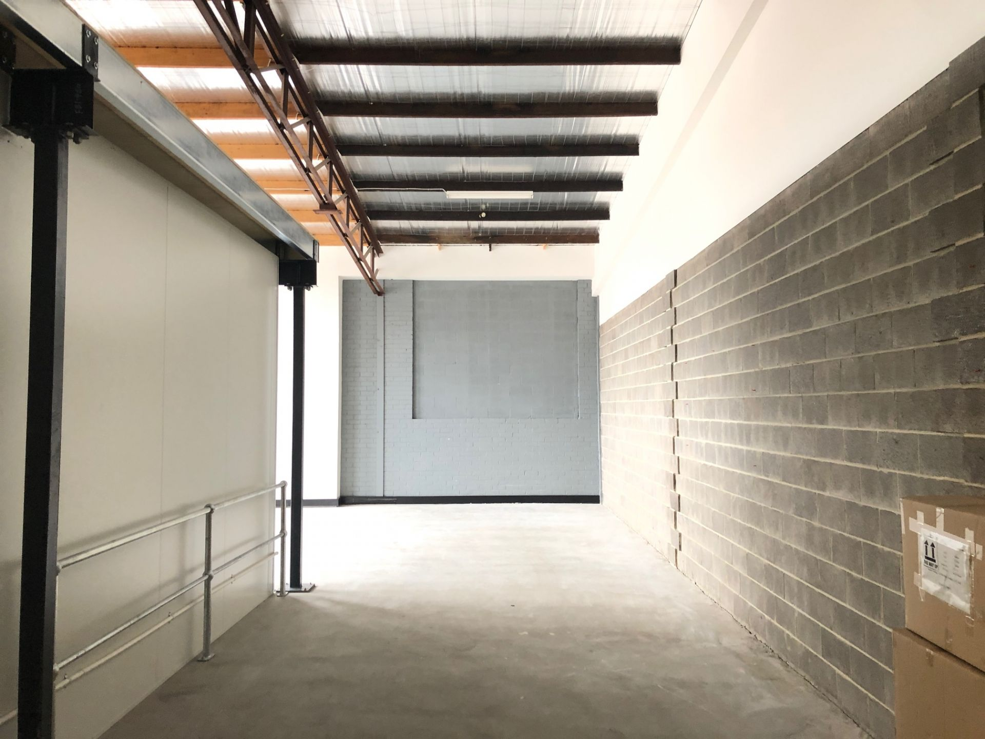 100M2* OFFICE / WAREHOUSE WITH ADDITIONAL 38M2* MEZZANINE STORAGE