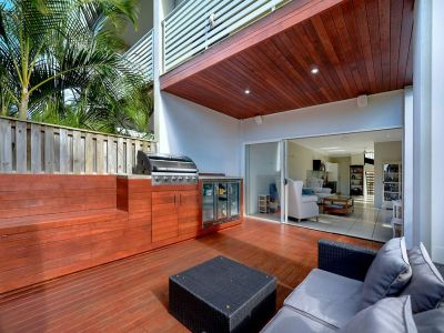 Ultra Modern Duplex - Walk to the Beach!